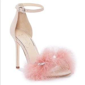 🔥NWT JESSICA SIMPSON Jolinda Feathered Sandals